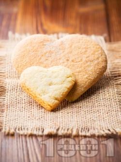 Лесни класически маслени сладки във форма на сърце за десерт за Свети Валентин - снимка на рецептата
